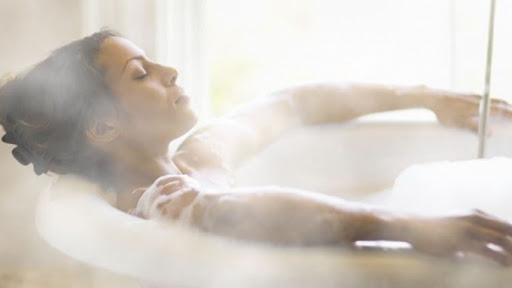 Tắm Nước Nóng - Cách Đơn Giản Để Giảm Stress Tức Thì